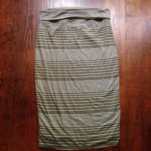 Max studio maxi skirt olive green color